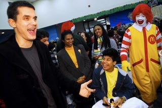 Illustration for article titled John Mayer Gets Star Struck By Ronald McDonald