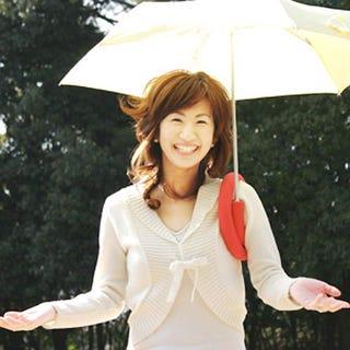 Illustration for article titled Shoulderbrella: Because Holding Your Umbrella Is Haaaarrrd