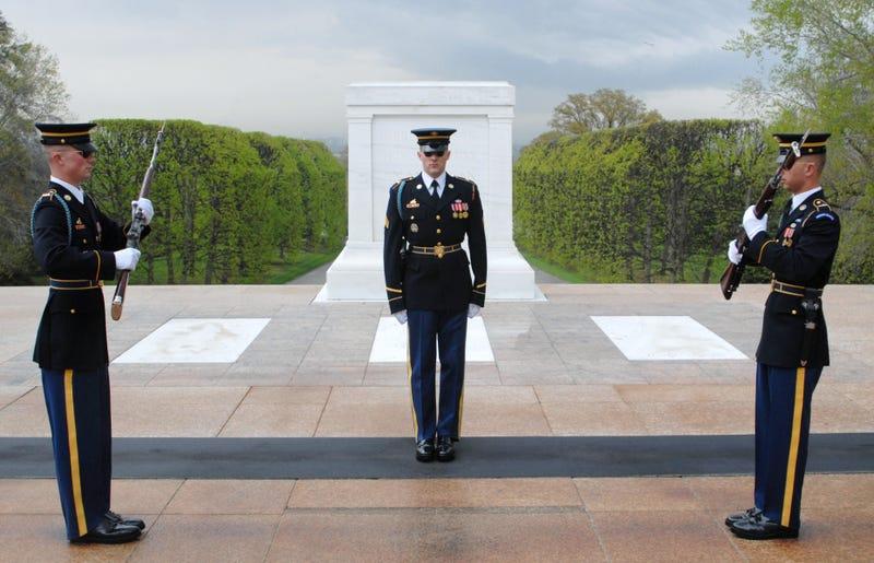 Illustration for article titled A quién entierran realmente en las tumbas de los soldados desconocidos
