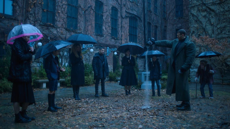 Illustration for article titled Netflix opens up The Umbrella Academy with a new look at Ellen Page and her super-siblings