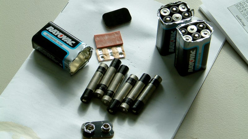 Illustration for article titled Carefully Peel a 9V Battery to Find Smaller Batteries Inside
