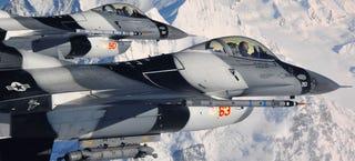 Illustration for article titled 50 Totally Stunning Combat Aircraft Photos Taken Around Alaska