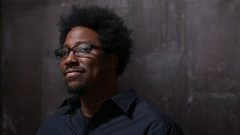 Illustration for article titled Waitress Assumes Kamau Bell Is Begging From White Wife Because Racism