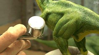 Így születnek a kicsi T. Rexekfémből és műanyagból