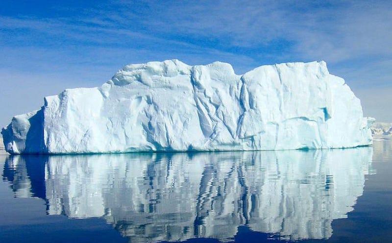Illustration for article titled Hay un plan muy loco para terminar con la sequía en Ciudad del Cabo: llevar enormes Icebergs desde la Antártida hasta África