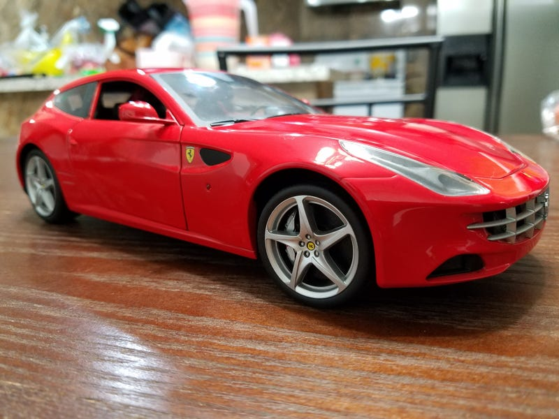 Illustration for article titled Who took the cookie from the Hot Wheels 1:18 Ferrari FF?