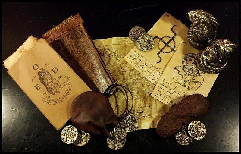 Illustration for article titled Summon Old Ones with these painstakingly crafted HP Lovecraft props