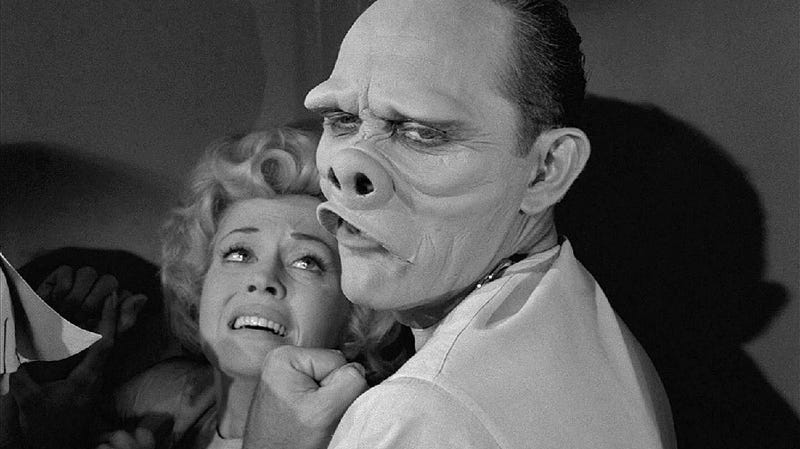 Escena de Eye of the Beholder, uno de los mejores episodios de la serie original de The Twilight Zone.