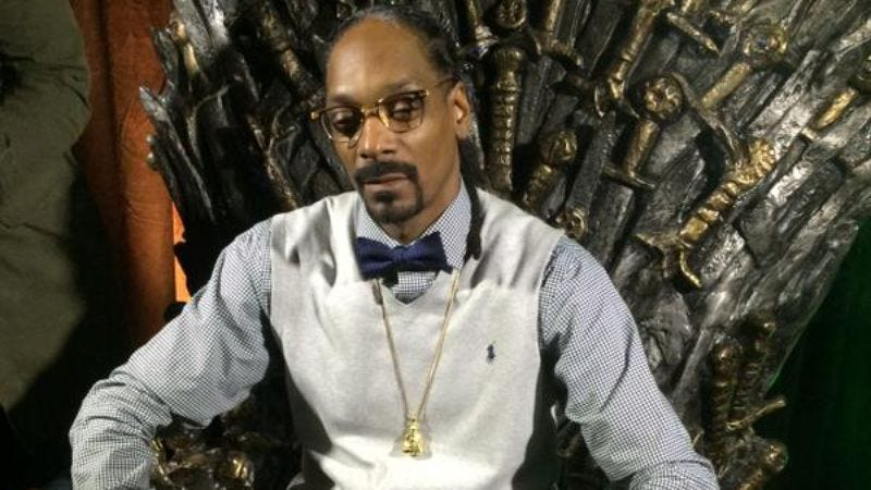 Illustration for article titled Snoop Dogg smoking a blunt on the Iron Throne and other sights from SXSW