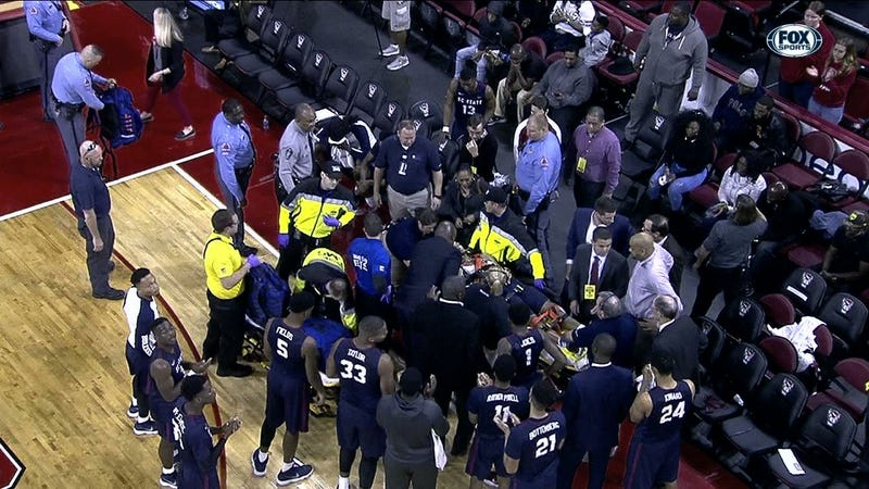 Illustration for article titled SCSU-NCSU Game Delayed After Bulldogs Player Collapses On Bench, Is Given CPR