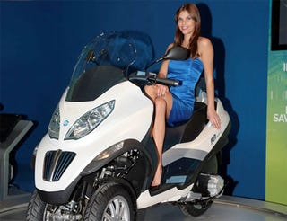 Illustration for article titled Awkward Piaggio Tricycle Could Be First Mass-Produced Plug-in Hybrid