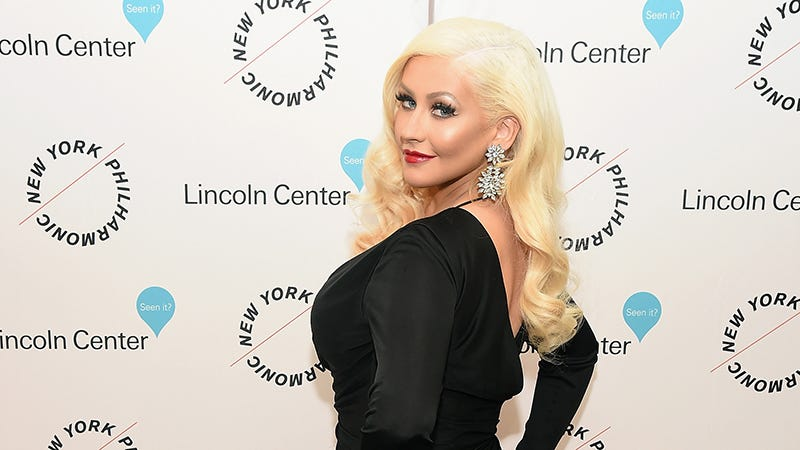 Illustration for article titled Christina Aguilera Got So Drunk at Seth MacFarlane's Xmas Party That She Almost Fell Into a Tree