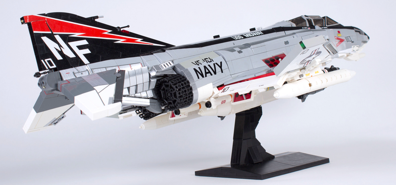 Illustration for article titled This awesome F-4 Phantom is one of the best Lego jets I've ever seen