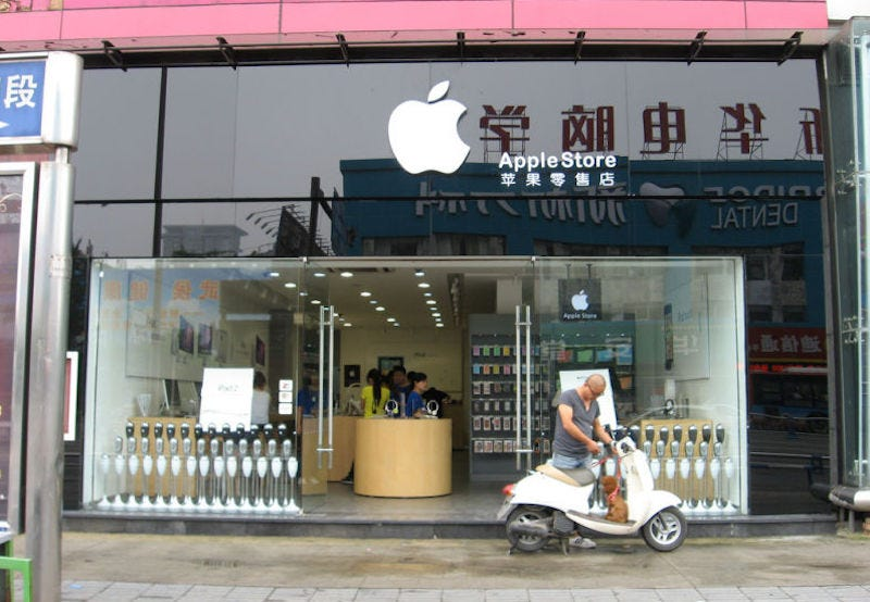 Illustration for article titled The Booming Business of Making Fake Apple Stores Look Real