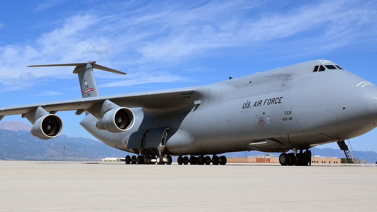 what it s like to fly america s biggest jet the gargantuan c 5 galaxy