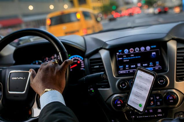 Uber and Lyft Awarded $810 Million Federal Contract