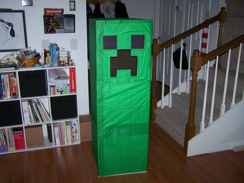 Illustration for article titled Fear This Creeper Costume On Halloween