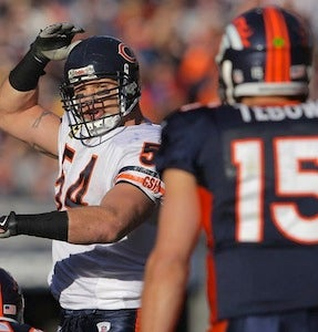 "Illustration for article titled Brian Urlacher's Grudging Praise For Tebow: ""He's A Good Running Back"""