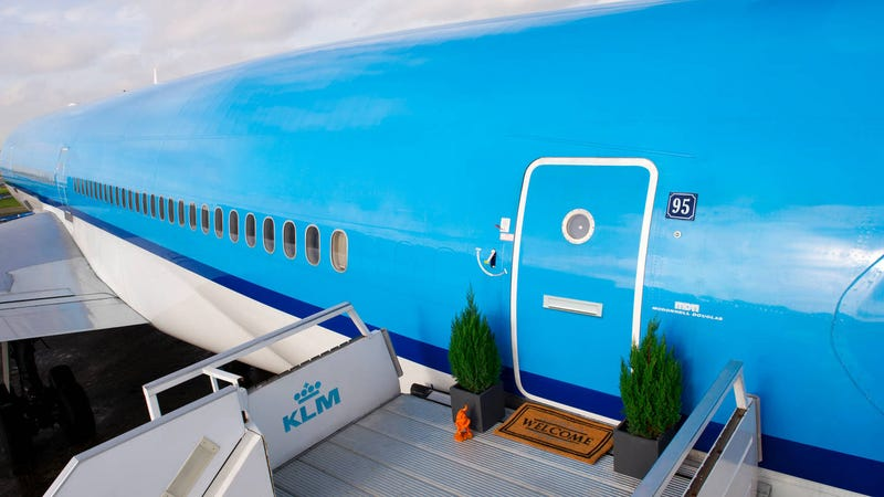 Illustration for article titled Airbnb Turned KLM's Retired MD-11 Into A Hotel At Amsterdam's Airport