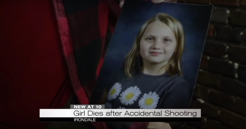 Illustration for article titled 3-Year-Old Finds Loaded Pistol on Nightstand, Fatally Shoots 9-Year-Old Sister