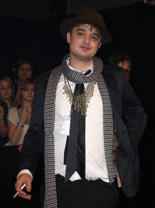 Illustration for article titled Pete Doherty Loves Accessorizing
