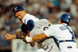 Illustration for article titled Nolan Ryan And Robin Ventura Exchanged Pleasantries Yesterday