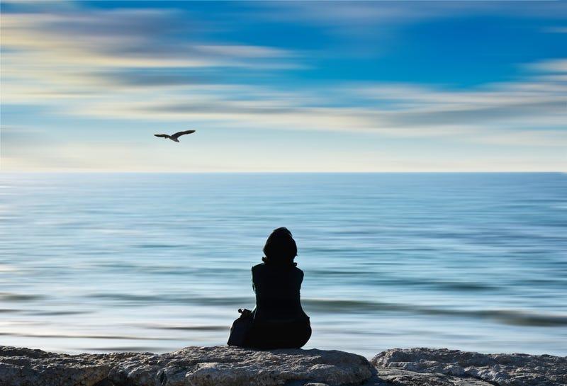 A medida que envejecemos pasamos más tiempo en soledad. Josh Adamski en Unsplash.