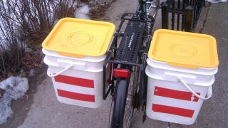 Illustration for article titled Build Bicycle Panniers from Kitty Litter Buckets