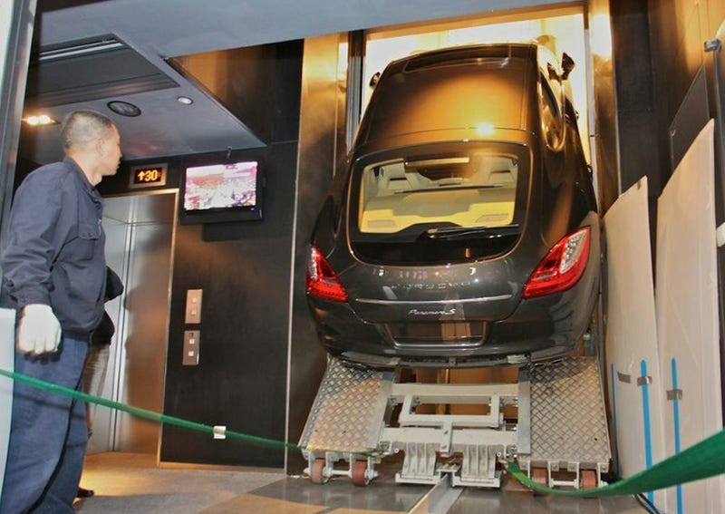 Illustration for article titled Porsche Panamera Takes Elevator To 94th Floor