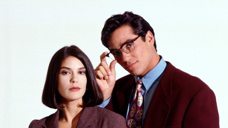 Teri Hatcher and Dean Cain as Lois Lane and Clark Kent (Lois & Clark: The New Adventures Of Superman)