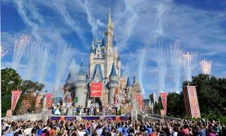 ¿Por qué no se puede volar por encima de los parques de Disney?
