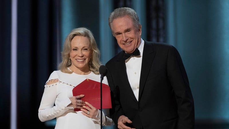 "Illustration for article titled Warren Beatty and Faye Dunaway are apparently getting a second chance at this whole ""Best Picture"" thing"