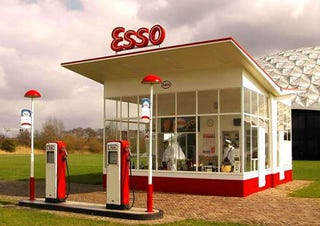 Illustration for article titled The Top 15 Modernist Gas Stations