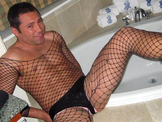 Illustration for article titled Oscar De La Hoya Wore A Full-Body Fishnet, Because, C'mon, Who Doesn't After A Few Drinks?