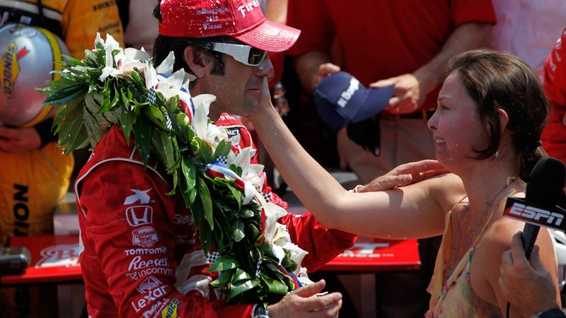 Illustration for article titled Ashley Judd And Dario Franchitti Are Divorcing So We Get To Use This Photo Out Of Context