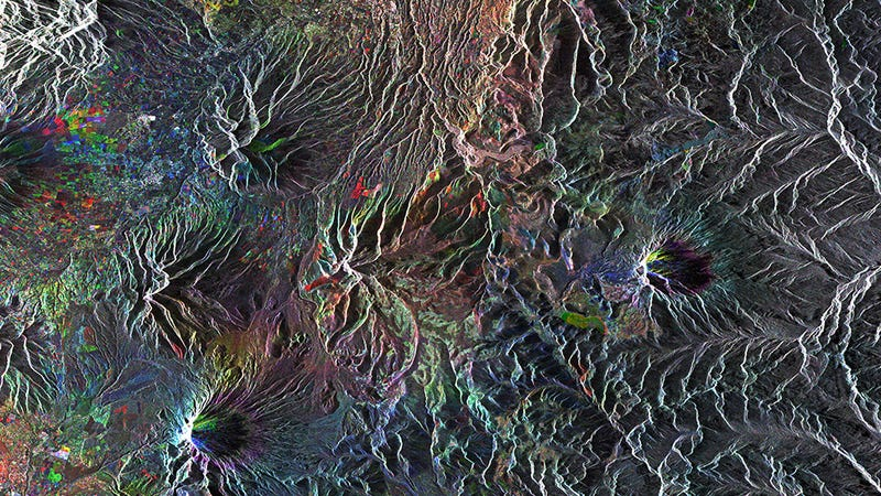 Illustration for article titled Ecuador's Mountains Sure Look Beautiful From Space
