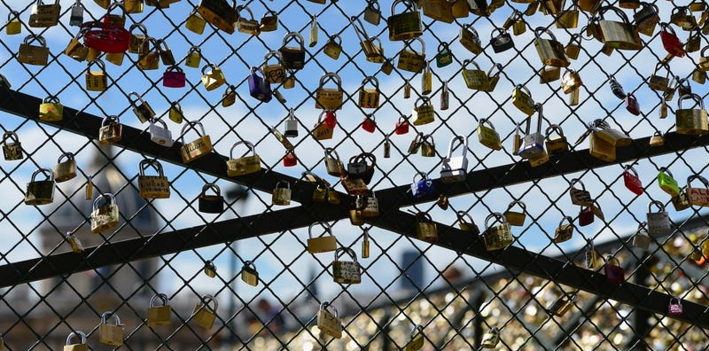 Illustration for article titled Should We Ban Love Locks From Cities Forever?