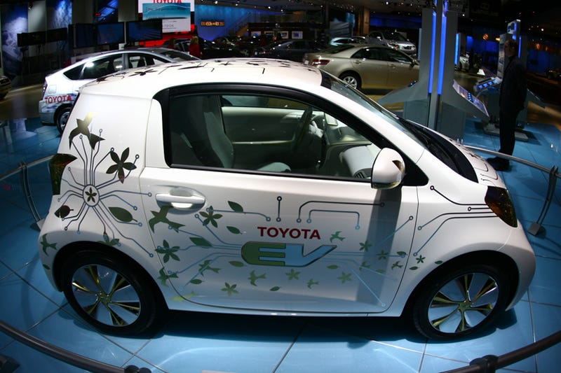 Illustration for article titled Toyota FT-EV Concept: Roller Skate-Sized Electric Sneaks Onto Detroit Show Floor