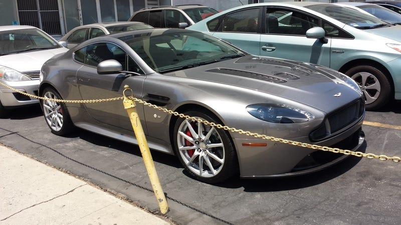 Illustration for article titled Aston V12 Vantage