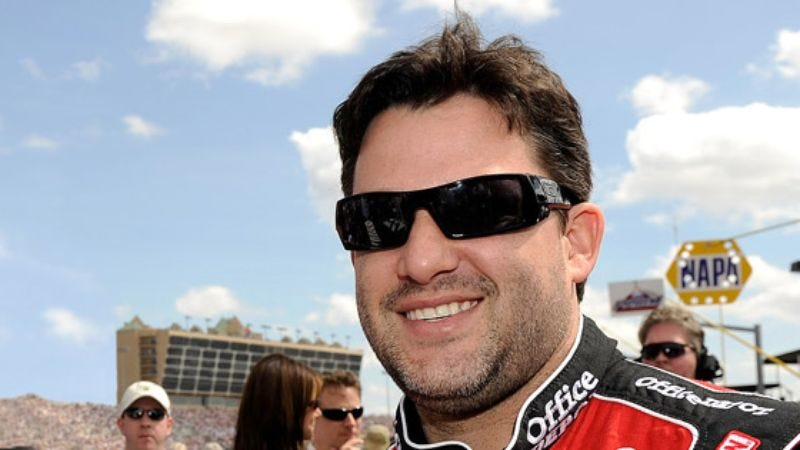 Illustration for article titled Tony Stewart Gets Into Fight With Car