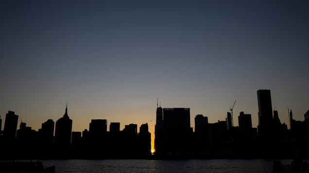New York Faces Blackouts as Extreme Heat Strains the Grid