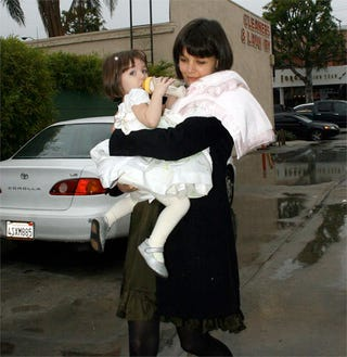 Illustration for article titled Suri Cruise Wears White After Labor Day