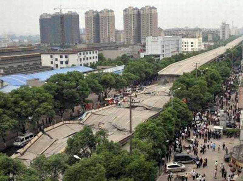 Illustration for article titled Chinese Bridge Collapse Kills Nine, Incites Local Outrage