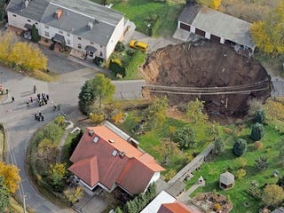 Illustration for article titled Giant Sinkhole Swallows Car in Germany