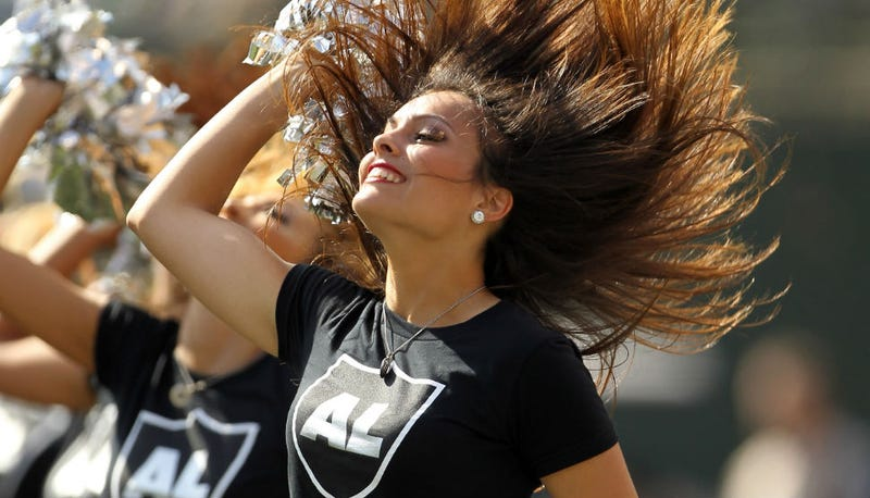 Illustration for article titled NFL Cheerleaders Sue Oakland Raiders Over Crap Wages
