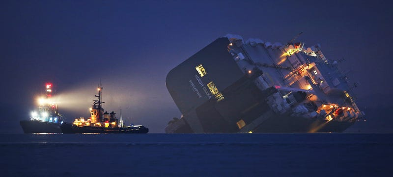 Illustration for article titled These Photos Of That Grounded Car Carrier Ship Are Beautifully Surreal