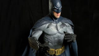 Illustration for article titled Arkham City Cosplay Turns Normal Man Into Dark Knight
