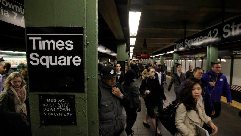 Illustration for article titled Ha részeg ír nő vagy, még a metró is átmehet rajtad háromszor
