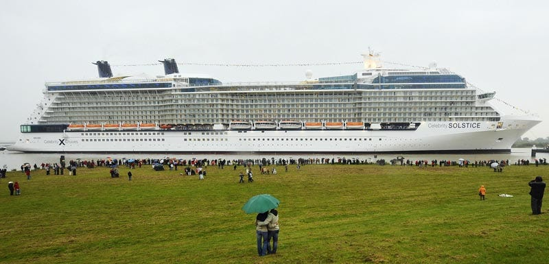 Illustration for article titled World's Largest Cruise Ship Probably Leaves Tsunamis in Its Wake