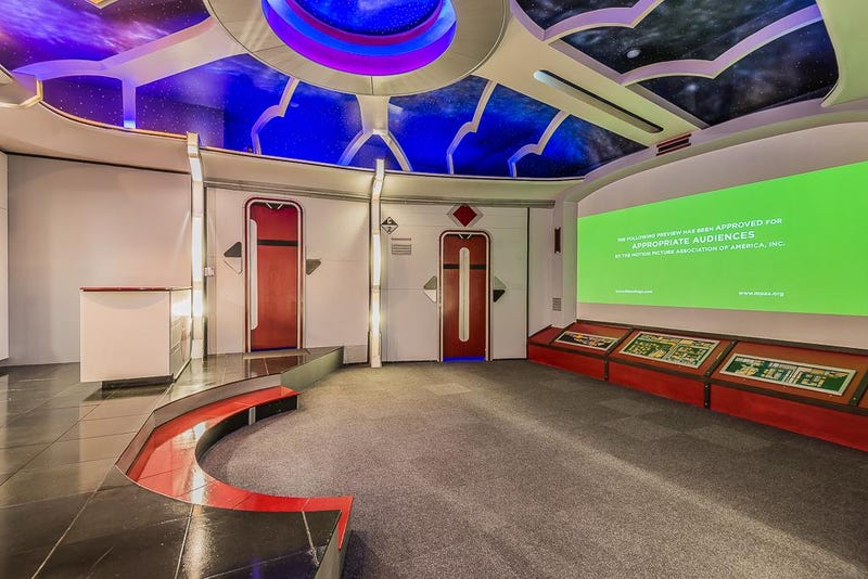 This House With A Star Trek Theater Can Be Yours For 12 Million – Star Trek Bedroom